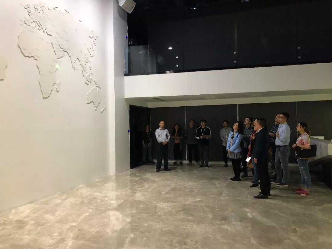 成都市委宣传部考察团一行调研力方视觉文创产业园区