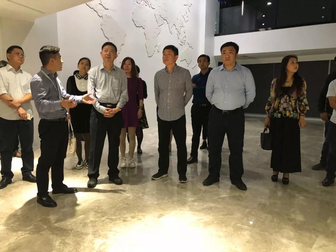 郑州市金水区副区长赵高翔率考察团莅临力方考察调研