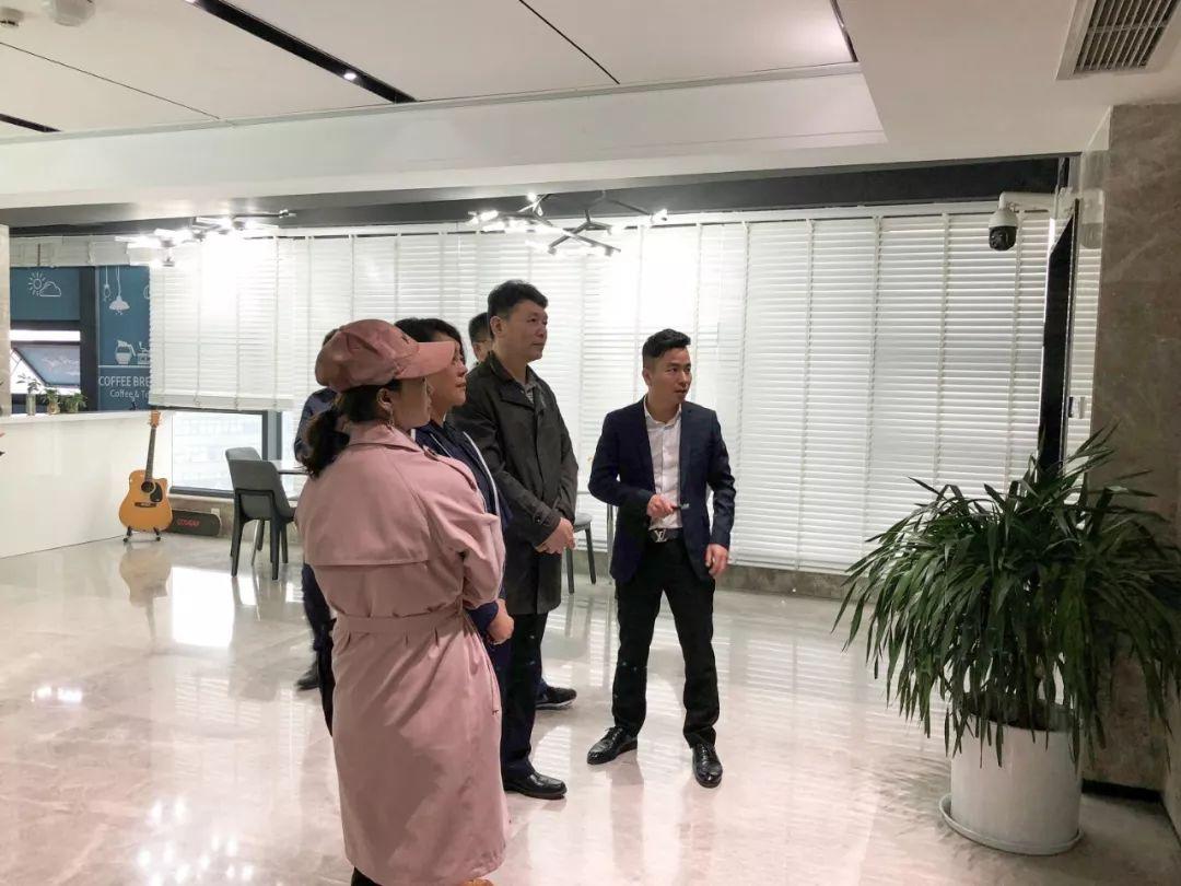 民盟乌鲁木齐市委主委、新市区区长杨春一行走访调研力方集团