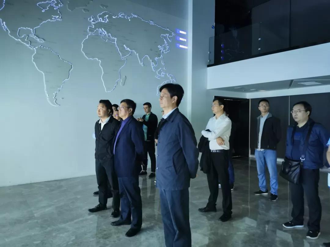 成都产业投资集团、阆中市委宣传部相继莅临力方集团考察调研