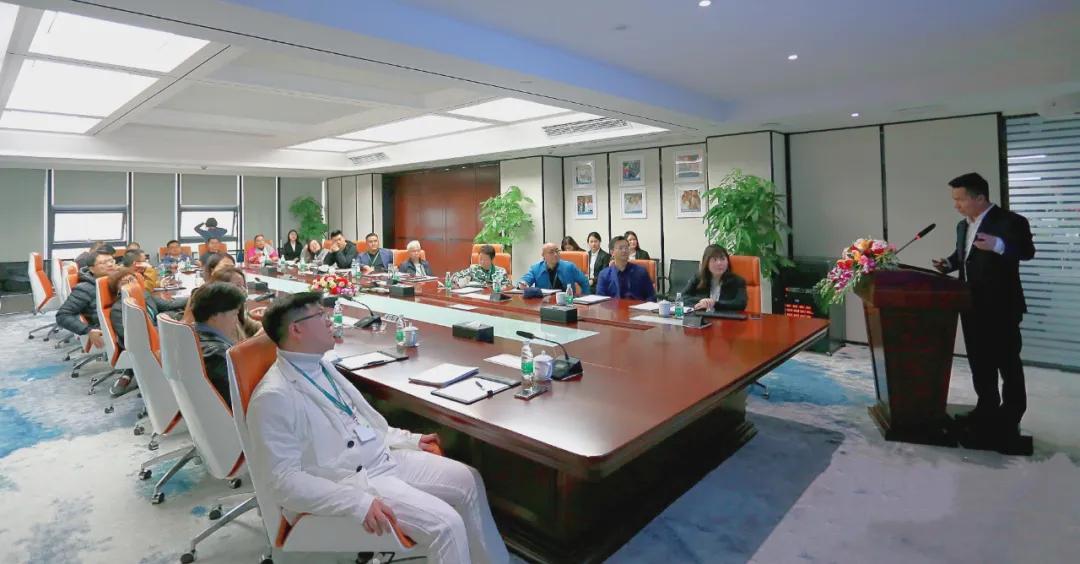 HuanXin学院企业家一行莅临力方考察交流