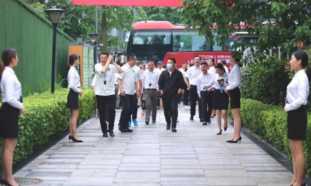 蓉聚力方 远见未来——长江商学院校友齐聚力方